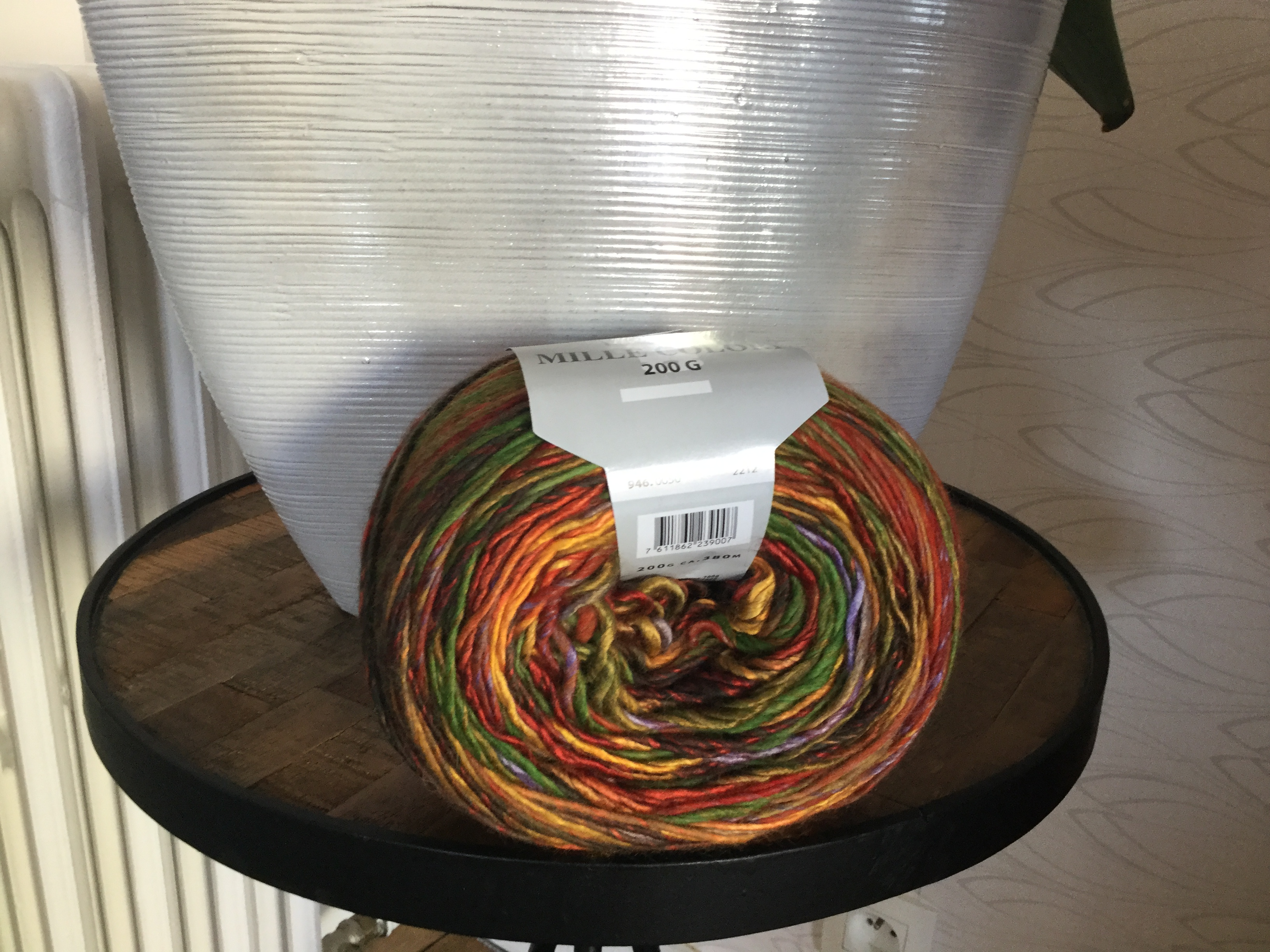 Multicoloured yarn in hues of orange, green, blue
